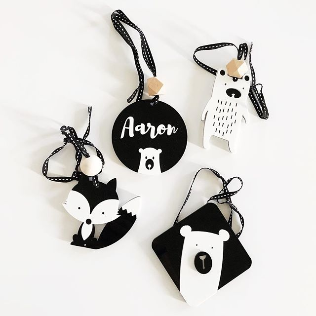 You've got until Friday (22nd March) to nab 20% off these awesome high contrast mobile dangles from @littleme_decor using the code ROXY20 💕  Everly loved them, and Aaron does too! In case you're wondering what all the fuss is about, here's a little more info on these fantastic nursery decor dangles(& learning tools!): High contrasting colours stimulate a newborn baby's nerve cells, developing the visual part of their brain. High contrasting colours and patterns help calm and soothe babe as well as enhance their concentration skills over time.  Did you know that up until about 3 months of age, babies only see the world in black, white and grey?! So these high contrast mobile dangles are the perfect tools to enhance their eye development ❤️ plus they look super cute and come in a HUGE variety of animals and shapes.  Everly's Mema gave me some way back when, as she had spotted them at an expo, and then I was sent a few more by the lovely @little.interiors who is the brains behind these wonderful dangles. Thank you so much @littleme_decor for sending these extra ones for Aaron ❤️ #gift #babydevelopment #highcontrastbaby #nurserydecor