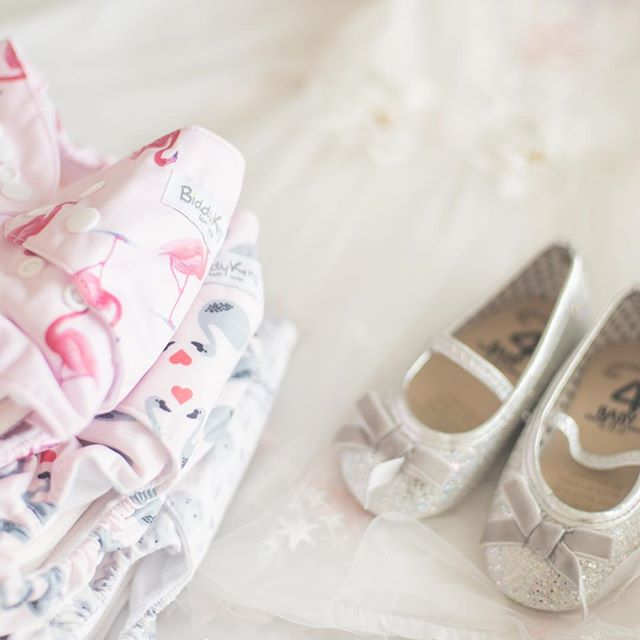 My brother @pearce_91 is getting married today! And because I'm all about the matchy matchy, I've teamed up with @biddykinssa to make sure Everly's nappies match her dress!  She's a 🌸flower girl🌸 today, and the dress I ordered for her arrived a tad bit shorter (and a tad bit more see through than advertised 🤦‍♀️) and so her nappies will definitely be on show...so I've got to make sure they are as pretty as she is.  @biddykinssa have just updated their range of cloth nappies with the most gorgeous new prints...and these are my favorite ones. These are their All-In-One nappies which are perfect for being on the go...they do take longer to dry than pockets but there's no stuffing, they are ready to go straight into the bum after washing and drying.  Scroll right to see Evs having fun picking out her favorite one to start the day with 🤣 #makeclothmainstream #weddingdaystory #flowergirl #prettyinpink #sponsored