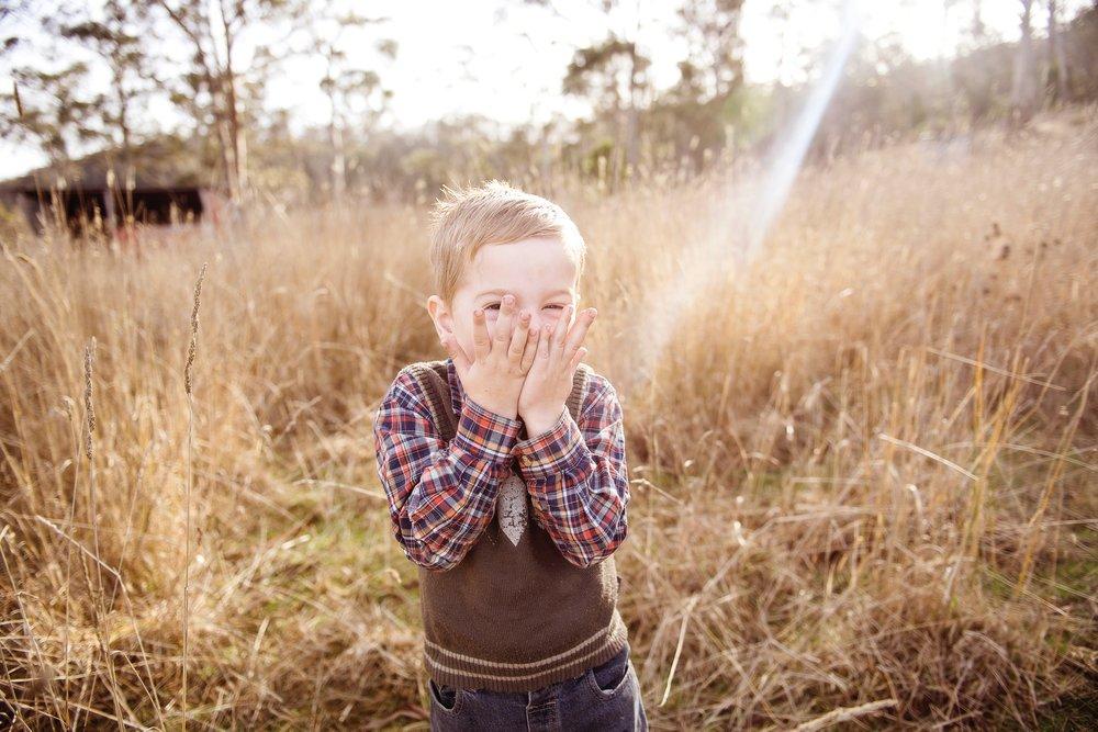 boy-child-countryside-551568.jpg