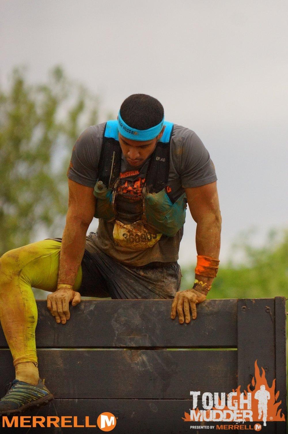 toughmudderphilly-wallclimb