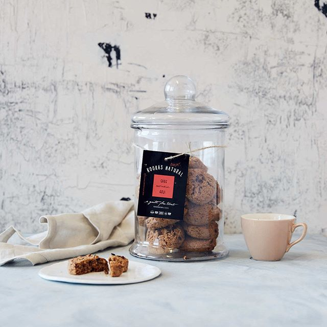 The jar does not stay full for long... Our Choc Goji superfood cookie brings together antioxidant-rich ingredients such as organic raw cacao nibs and vibrant red goji berries while being free from additives and preservatives, egg, dairy, refined flours, and sugars. We doubt you will be able to stop at one!
