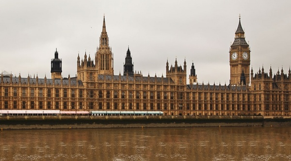 houses_of_parliament_in_london_192637.jpg