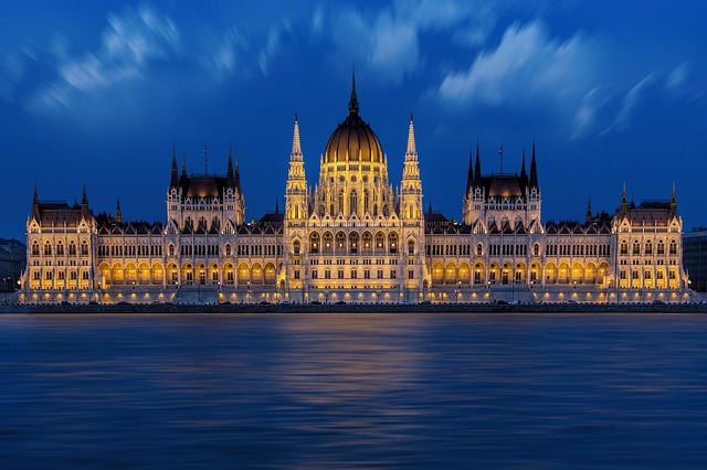 budapest-1440679_640 copy.jpg