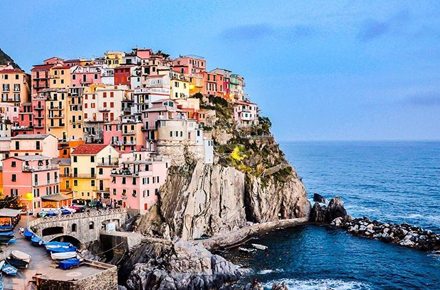 From Florence to Cinque Terre, my ❤️ is definitely in Italia today! Wishing I could drop everything and move to Manarola and live the life of an Italian villager.  If you could pick up and move anywhere --- where would it be? . . . ---------------------------------------------------- #italiainunoscatto #loves_madeinitaly #loves_italia#italia365 #lavitainunoscatto #bogliasco#super_italy #igersitalia #travelgirlsgo #GLT #theeverygirl #wearetravelgirls #ladieslovetravel #travelgirls #travelgirldiary #acolorstory #thatsdarling #thehappynow #petitejoys#abmlifeincolorful #neverstopexploring#travelingram #theeverygirltravels#cntraveler #tlpicks #darlingadventure #visualcrush #darlingescapes #travelust #skyscannerelite