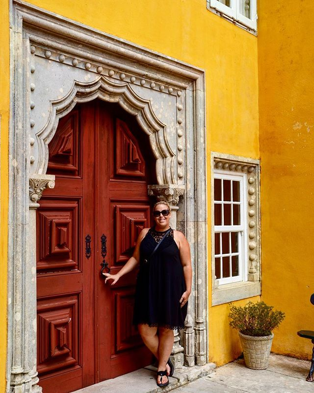 Sintra is pretty a-door-able, no?  I'll be sharing some of my favorite gems from a past trip to Lisbon all week, as I also post some guides on the blog to all things Southern Portugal! Have you been? ---------------------------------------------------- #lisboalive #lisbon #lisbonlovers #lisboacool #lisboaconvida #Super_Lisboa #toplisbonphoto #LOVES_PORTUGAL #travelologistslisboa #dolcedoesportugal #sintra_alive #sintralovers