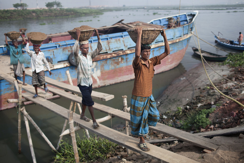 Bangladesh's water issue - There's not enough land or clean water for the growing population of Bangladesh's capital, Dhaka. It is one of the fast growing cities on the planet where - in many instances - growth is put before environmental and humanitarian needs.