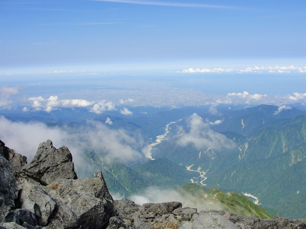 A clear view of the Toyama Bay from the summit.