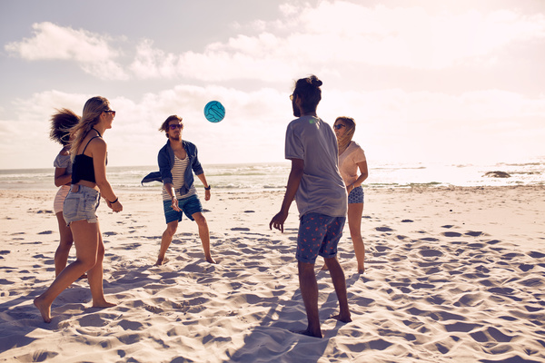 Best-friends-at-beach-party-Stock-Photo-03.jpg