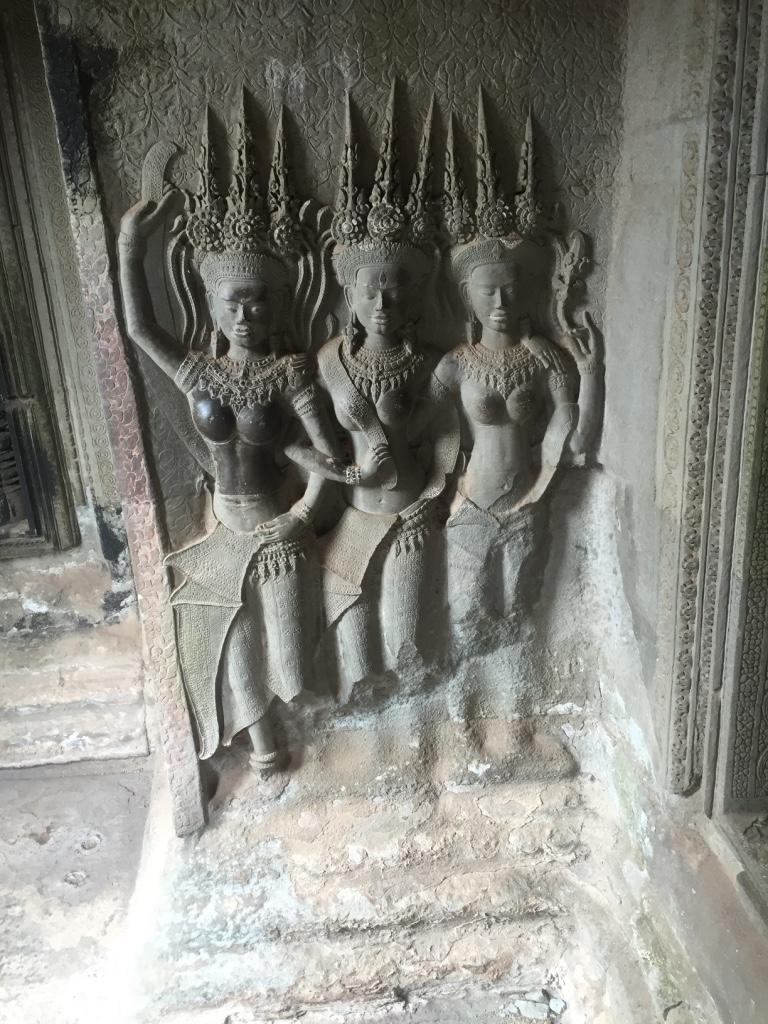 Apsara bayaderes in bas-reliefs at Angkor Wat