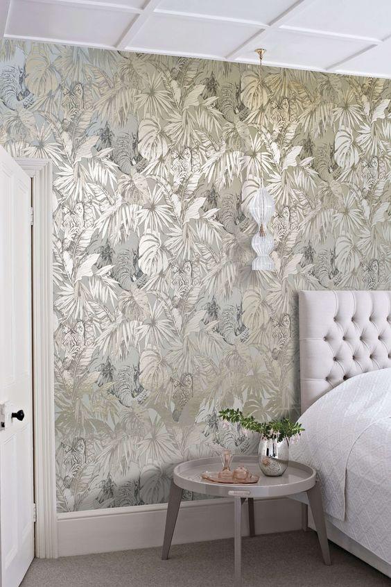 gold wallpaper bedroom