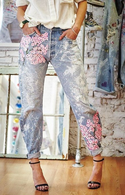Keep it casual with high-waisted jeans with flower patterns.
