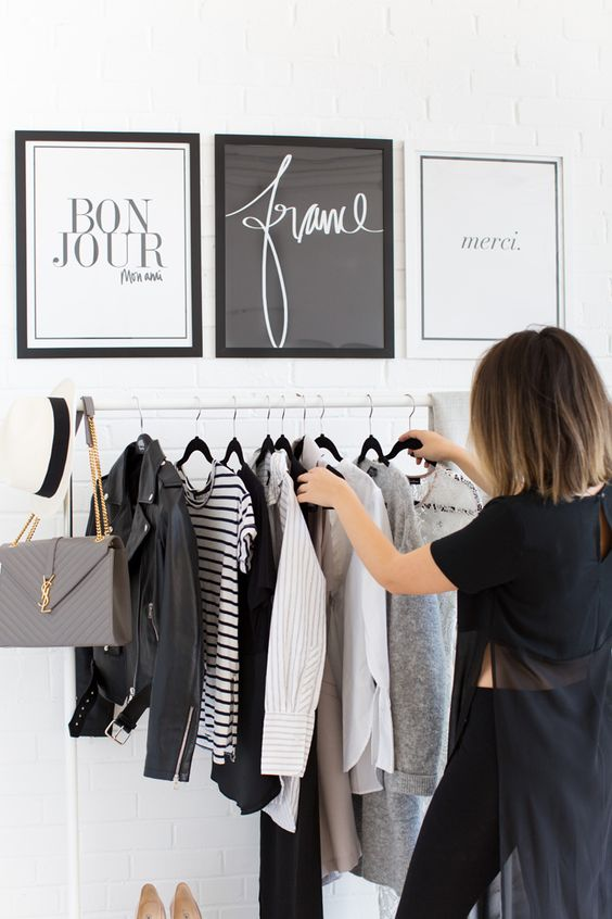 closet with black and white