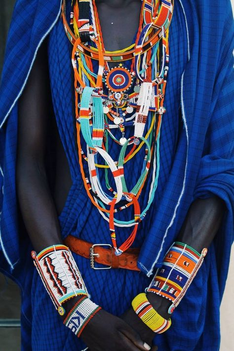 The deep blue of the robes contrasts perfectly against the light blues and oranges of the jewellery.