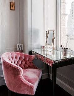 8. Perfect Balance Of Colour With A Beautiful Pink Velvet Chair