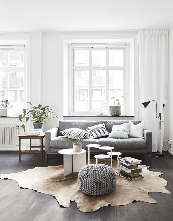 sitting area with rug