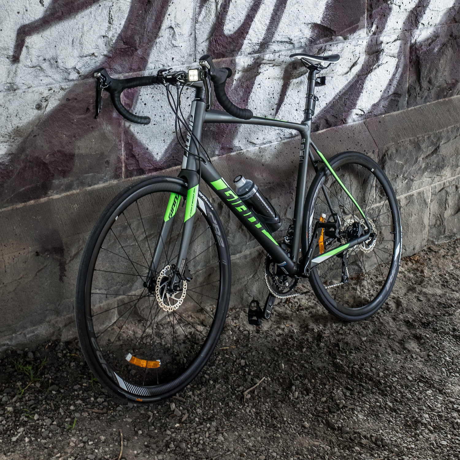 f54f345e592 Giant - 2018 Contend SL 1 Disc in Graphite and Green Review — Andrew Sampson