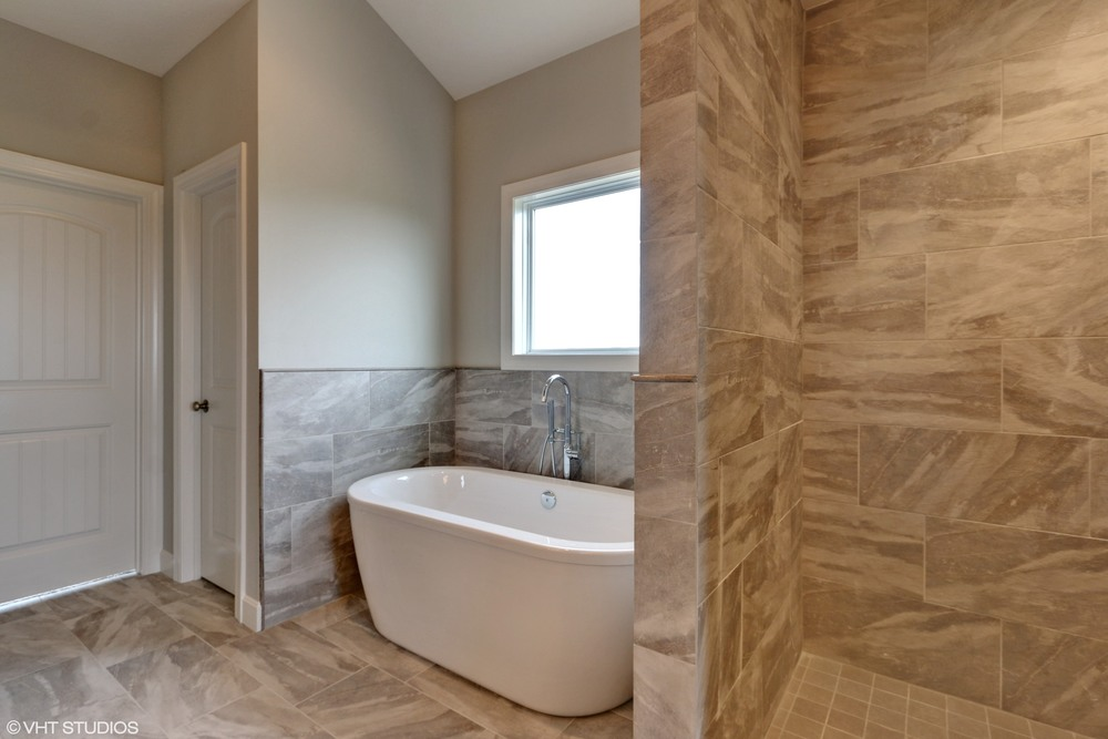 17_190SWRooseveltRidge_168_MasterBathroom_HiRes.jpg