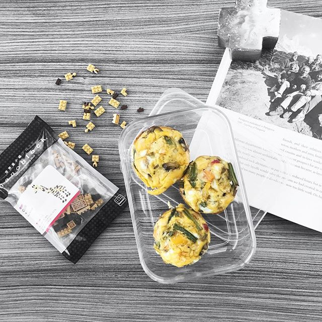 Taking them To-Go! Who's down to try some egg muffins this morning?? 🐣 GET UP, PREHEAT THAT OVEN, & let's DO THIS Wednesday!! ( in my best Soulcylce instructor voice 🎤) I have a crazy yet fun humpday ahead working as a model for the Army Exchange catalog, then working in sales for the most anticipated @mi_golondrina collection of embroidered top and bloomer sets for toddlers #eeek, then working on the website, then meal prepping, then working out. ( *and that's just what I've planned 🙈) ➦➦➦➦➦ Without a TO-GO breakfast + a TO-GO salad I would either eat unhealthy craft services or not eat at all bc of the craziness and then binge eat for dinner. I would definitely break my Sugar Free day ➦ So, I'm bringing 2 egg muffins + 1 chopped salad + 1 epic bar & I plan to rock this bish! 😏 🙌🏻🙌🏻🙌🏻 I'm so #PUMPED for the day!! I hope everyone has a killer Wesnesday too!