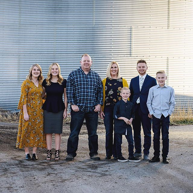 The amazing Morgan Family. Crazy warm weather allowing us to get some fun family photos in January. . . . . . . . . #jeffreytaylorphoto #utahphotographer #utahphotography #utahfamilyphotographer #utahfamilyphotography #familylifestyle #family #lifestyle #photo #photos #spanishfork #spanishforkphotographer #utahcountyphotography
