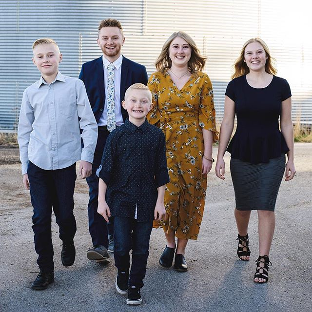 The Morgan kids. Getting all grown up and ready to take on the world. 🌎 . . . . . . . . #jeffreytaylorphoto #utahphotographer #utahphotography #utahfamilyphotographer #utahfamilyphotography #familylifestyle #family #lifestyle #photo #photos #spanishfork #spanishforkphotographer #utahcountyphotography