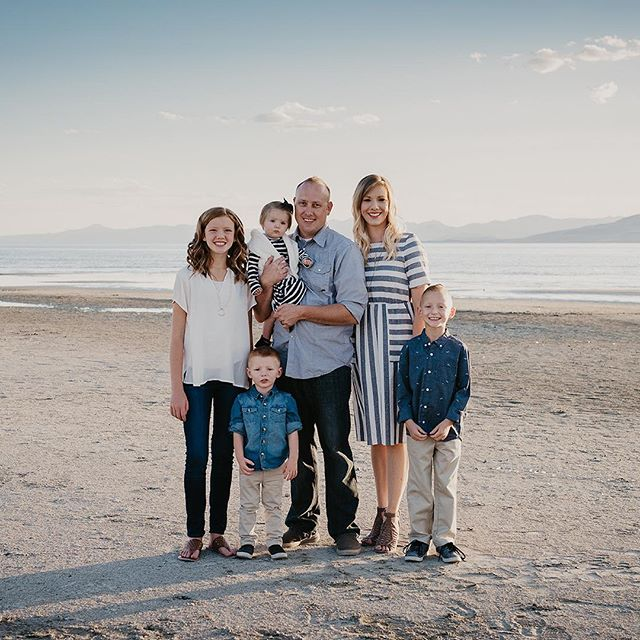 Swenson family on the beach. Yes, Utah has a beach. Maybe it's more of a lake? . . . . . . . . . #jeffreytaylorphoto #utahphotographer #utahphotography #utahfamilyphotographer #utahfamilyphotography #familylifestyle #family #lifestyle #photo #photos #spanishfork #spanishforkphotographer #utahcountyphotography