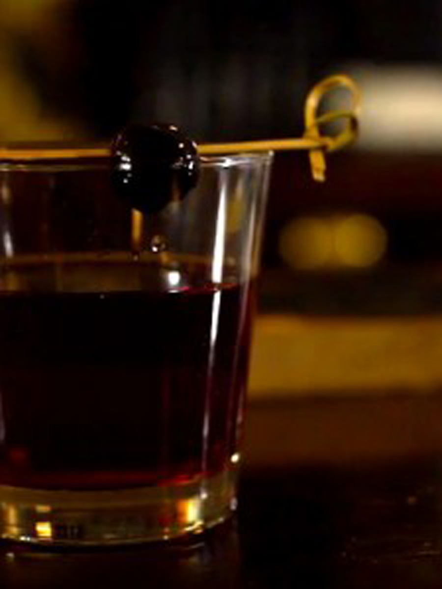 How to Smoke your Own Manhattan