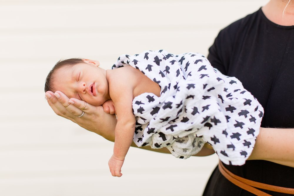 Landon-Schneider-Photography-Newborn-Session-Texas_0073.jpg