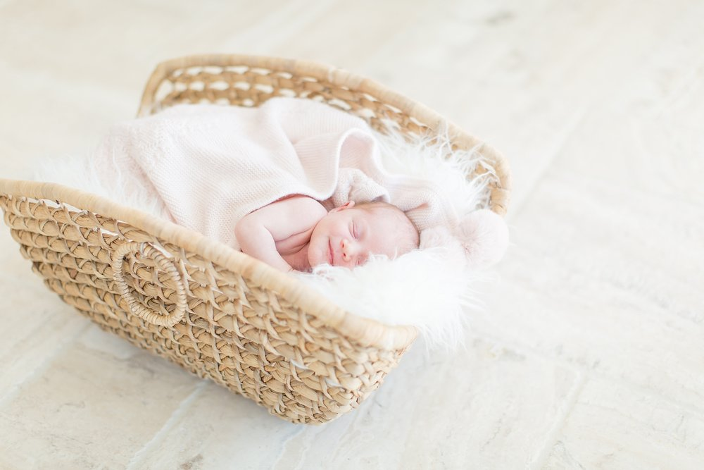 Landon-Schneider-Photography-Burress-Newborn-Session-McKinney-Texas_0014.jpg