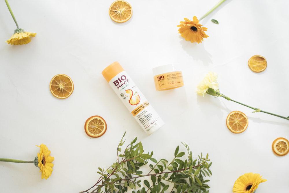 BIO-BEAUTÉ by NUXE - Beautyredactrices wereldwijd zweren bij deze Bio Beauté-lijn en met reden.Het merk met biocertificaat combineert aangename texturen met vernieuwende verzorgingsproducten.Mijn favoriet deze zomer?Het ontgiftend vitaminemasker met leuke formules (gel bij het aanbrengen, olie bij de massage, melk bij het afspoelen) die de huid onmiddellijk doet stralen.