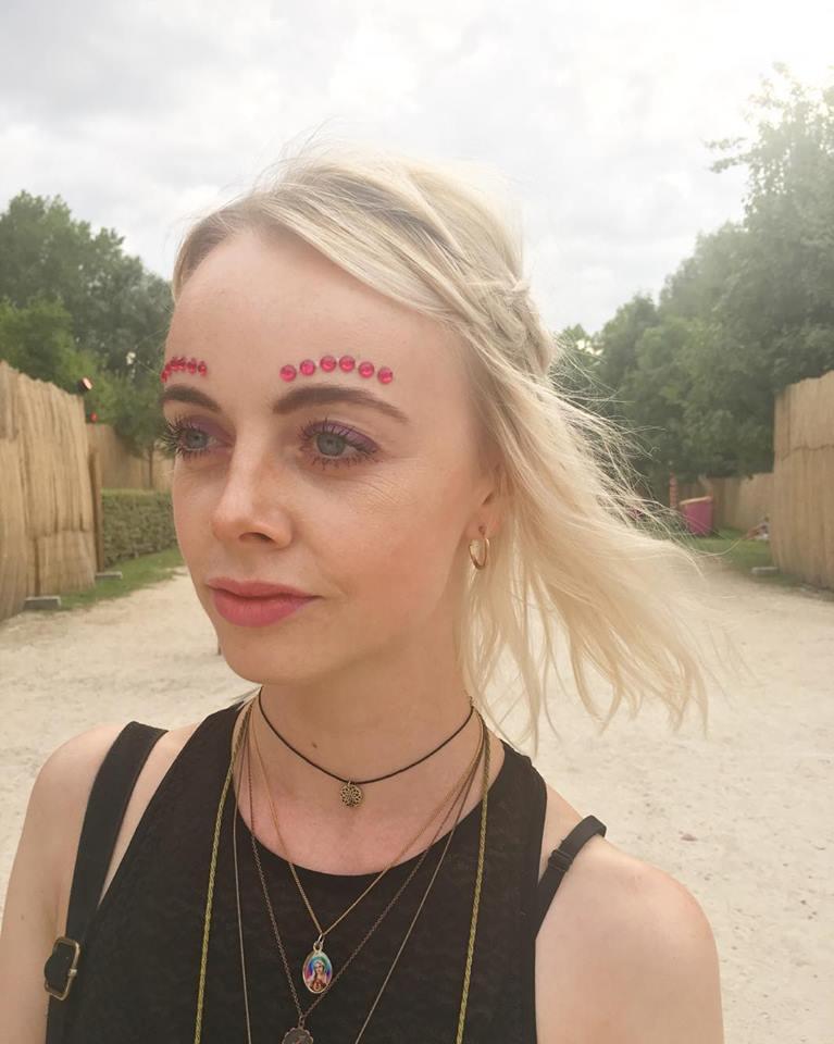 Het hoeft niet over the top te zijn om op te vallen:  Ketnet rapster Charlotte Leysen  ( @charlots_of_things) maakt indruk met subtiel geplaatste gems. We <3!