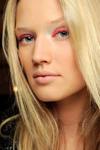bcc033d44d58643bcb8961ba010555a3--toni-garrn-pink-eyeliner.jpg