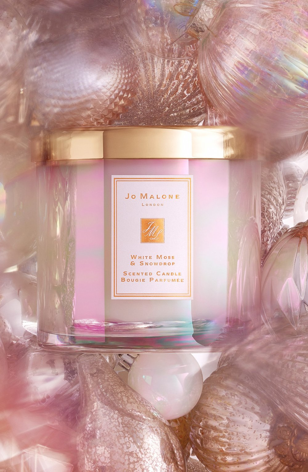White Moss & Snowdrop Deluxe Candle van Jo Malone (€ 158,00/600 g).    O.a. verkrijgbaar bij Senteurs d'Ailleurs in Brussel en op de luchthaven van Zaventem.