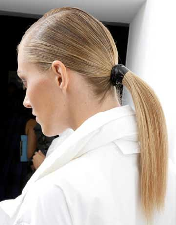 sleek-ponytails-gucci-beauty-runwayreport-0110-de.jpg