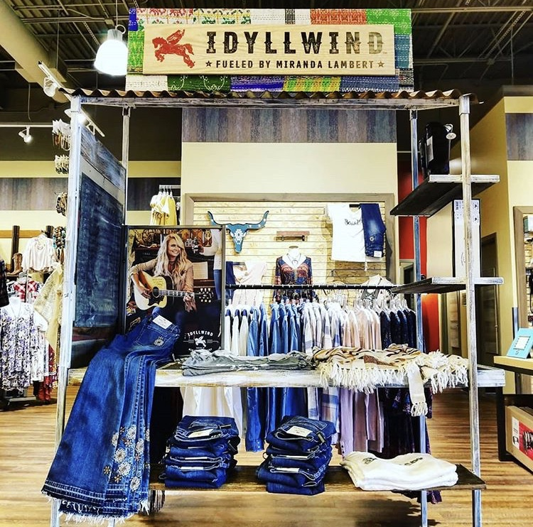Custom in-store retail display for Miranda Lambert's fashion line, Idyllwind