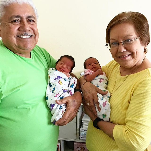 #tbt Hangin' at home with Grandma & Grandpa González at 2.5 weeks out of the womb. 💚👶🏽💕👶🏽💛📷:mommy- @lilaurag #newborn #twins #twingirls #twinsisters #twinstagram #grandma #grandpa #grandparents #love #family #austin #texas #tx