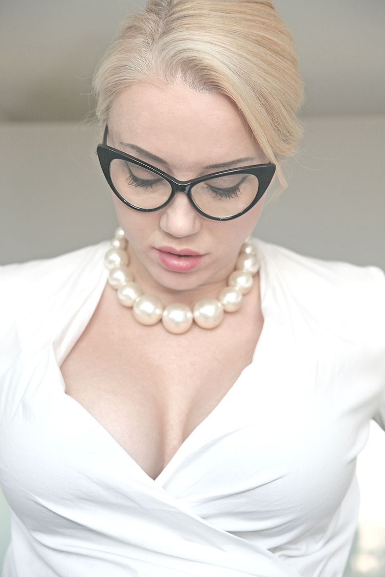 Nanny in Glasses & Pearls