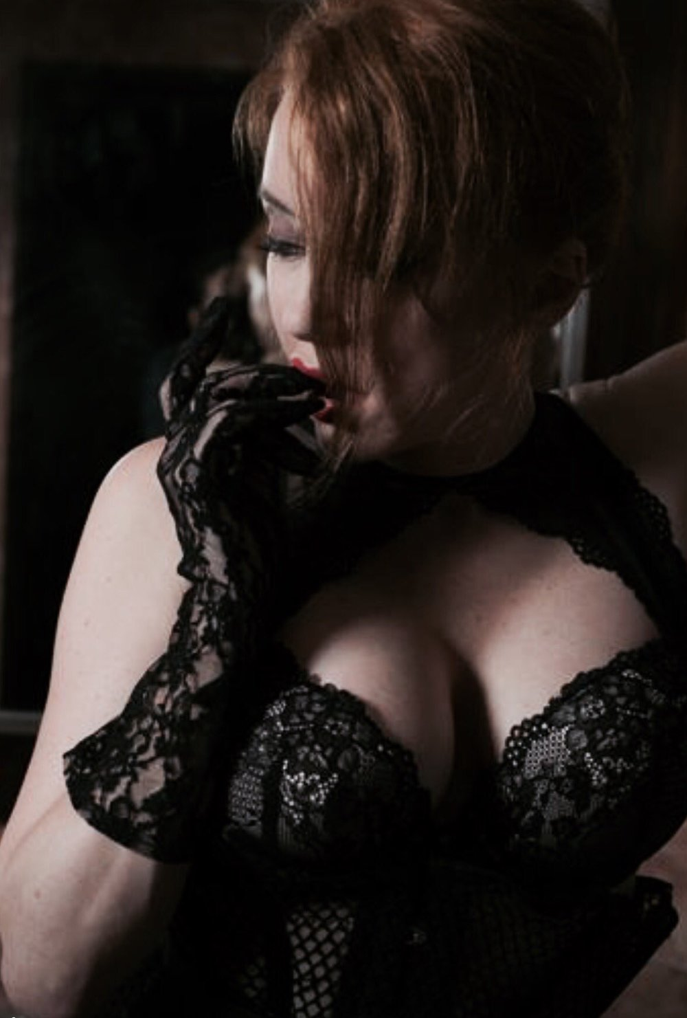 Cleavage & Lace Gloves