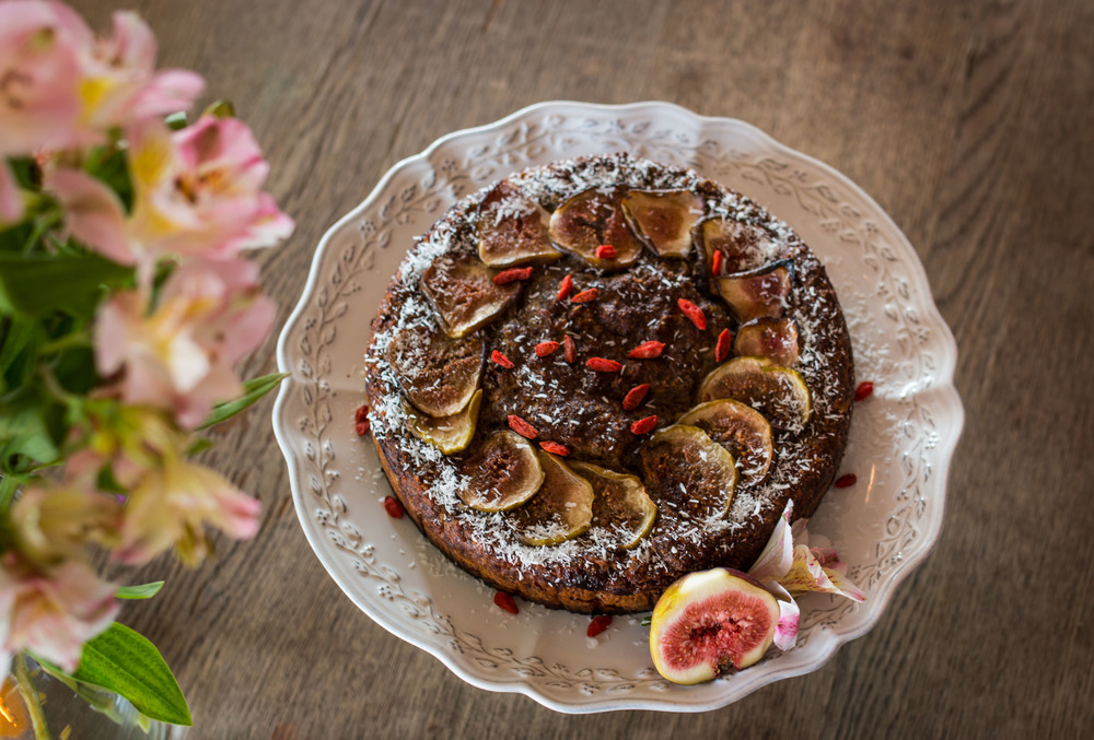 Pear Fig and Goji Berry Cake