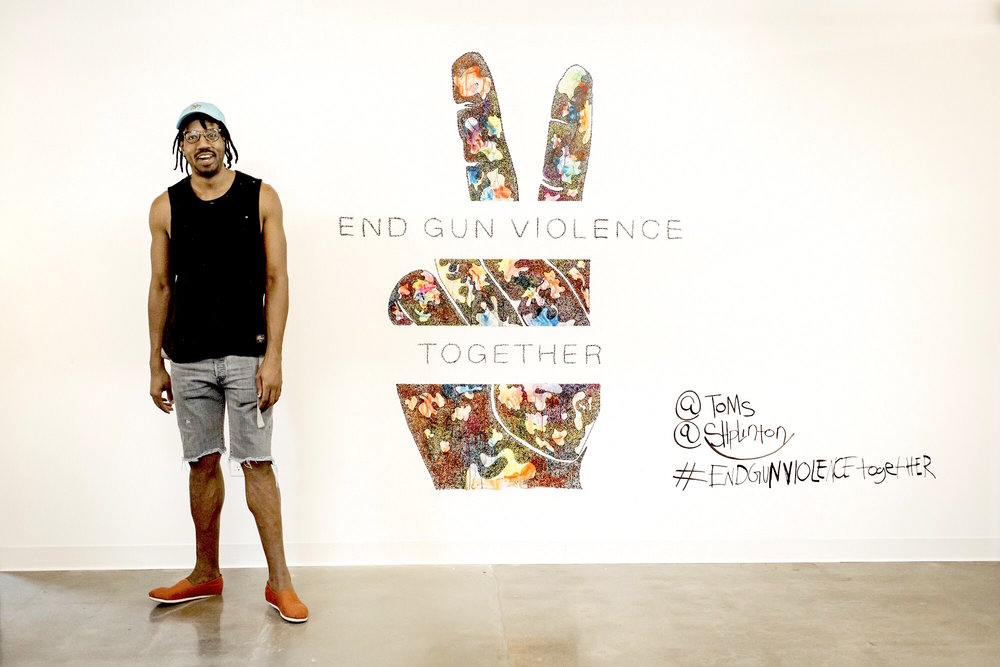 Shplinton with his TOMS #EndGunViolenceTogether mural