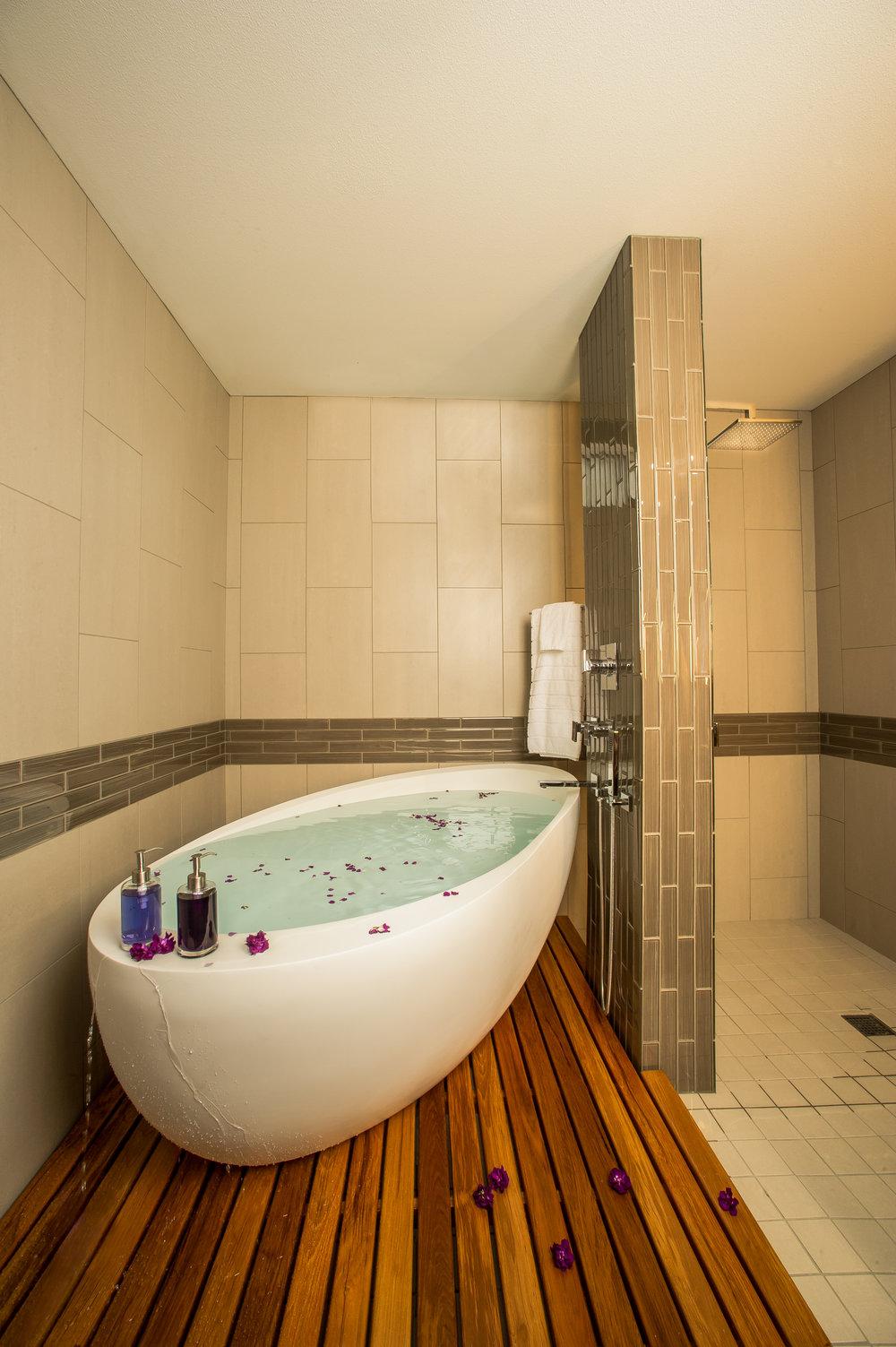 BRISTOL Kirkland Condo Bath 2.jpg
