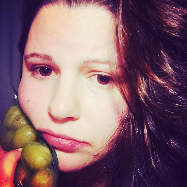 #toothache #butmyhairlooksgood #nomakeup #accessorizingwithfrozengrapes