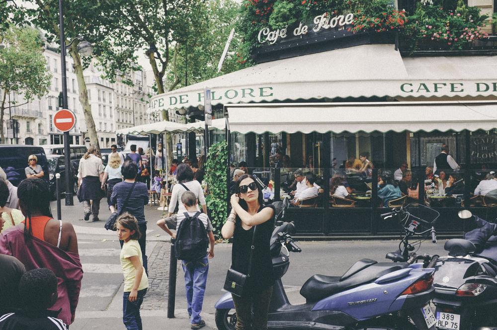 cafe de flore, paris - www.derrive.com