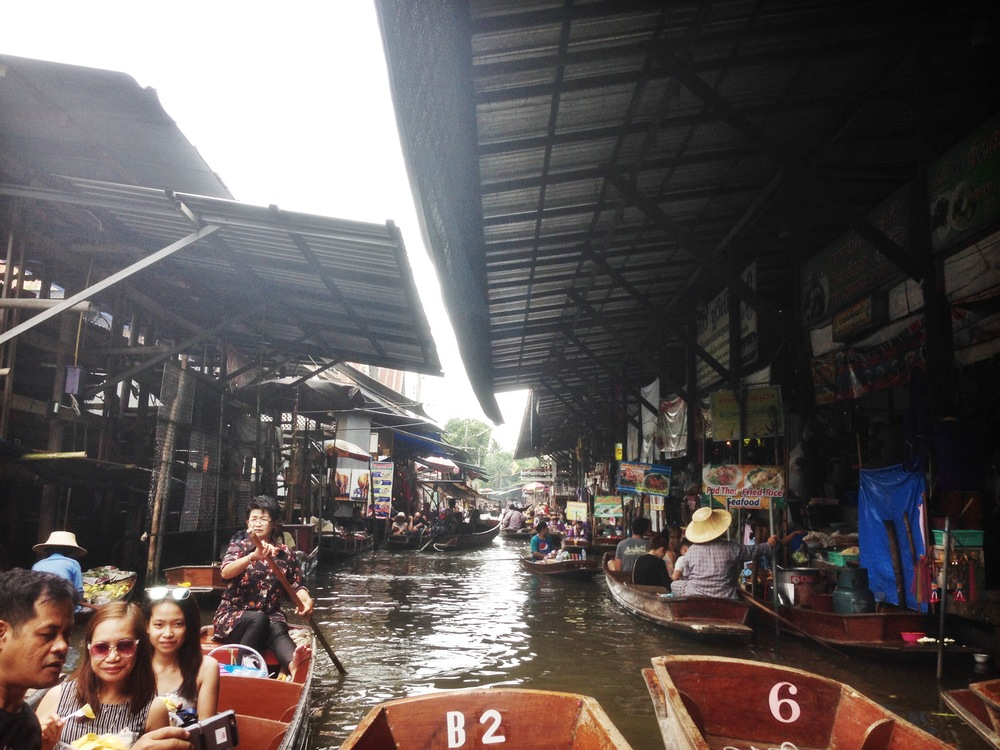 the entrance to the floating market