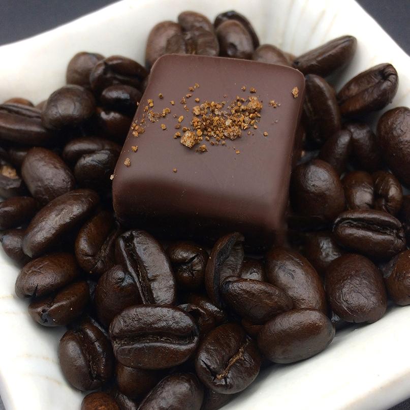 ESPRESS YO'SELF  ESPRESSO TRUFFLE 70% dark organic fair trade chocolate, organic heavy cream, organic butter, organic coffee, organic vanilla, espresso sea salt