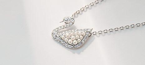 Swarovski-Necklaces-at-Fleet-Plummer