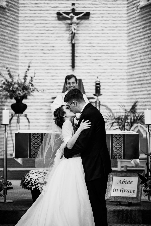 Jackie Andrew La Fontaine Bleu Lanham MD Wedding-14.jpg