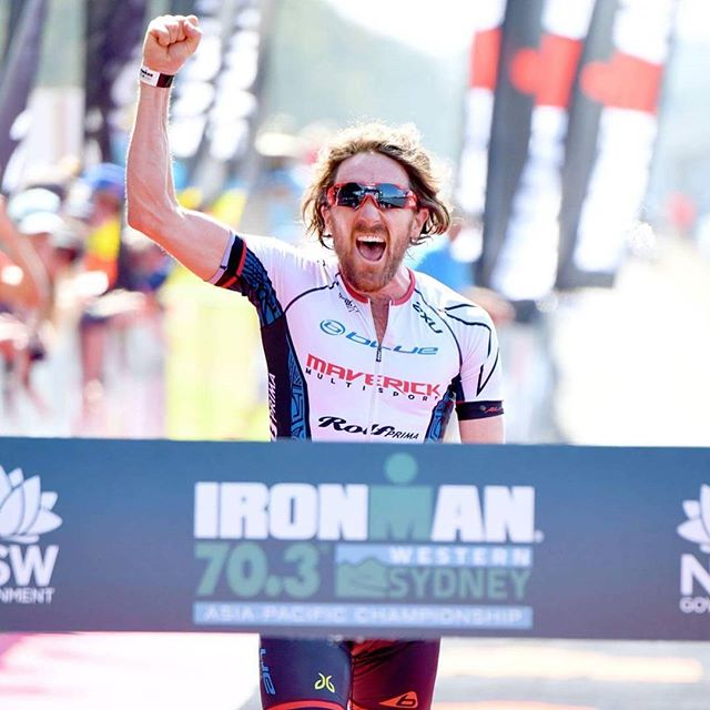 And that's all she wrote! Pumped to bow out as @ironmanoceania champion. Satisfyyyying! Quality field of lads, esp @timbo_reed and @braden_currie on the podium. Let's have a beer.... 📷 @dellyphotoninja