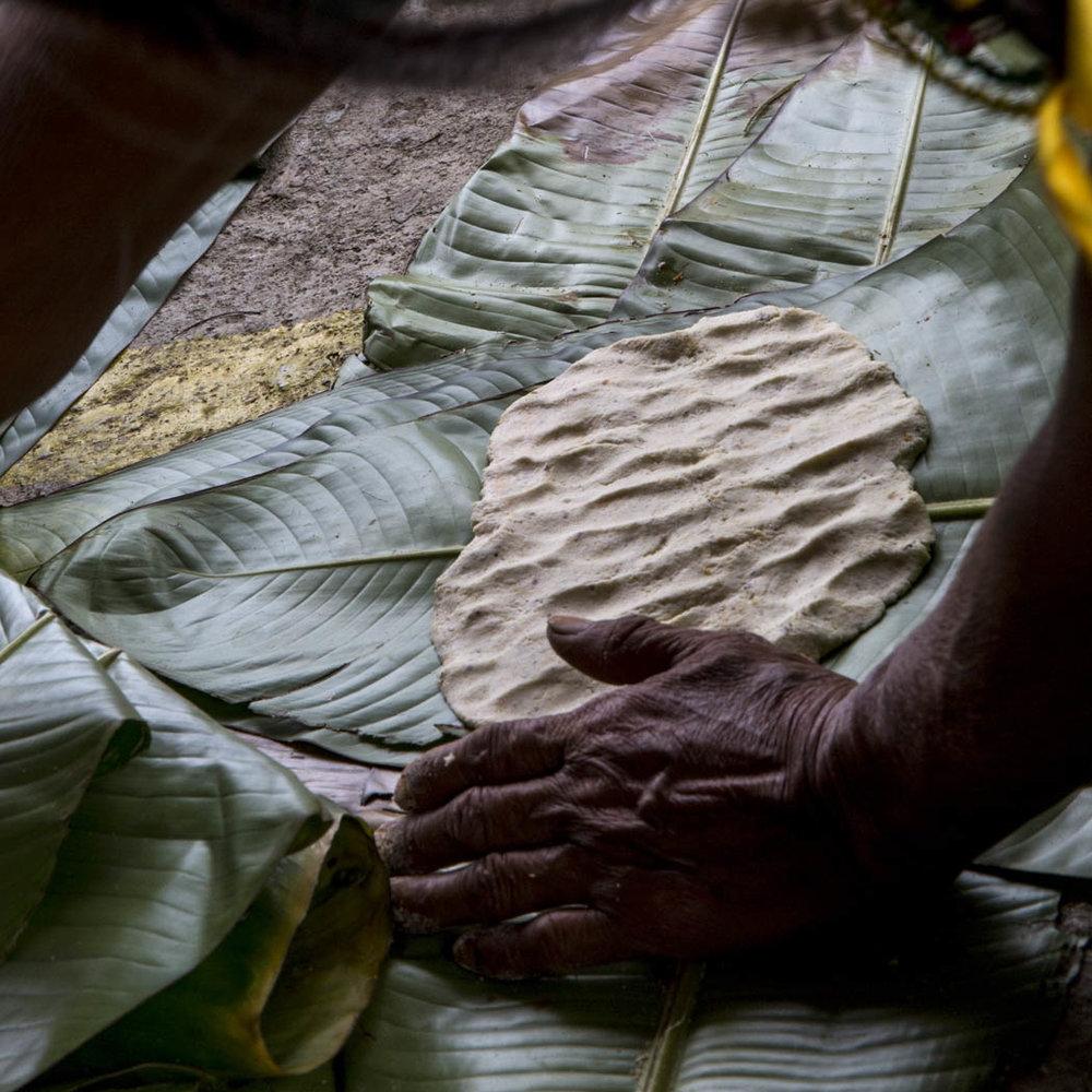 El tamal de cada lugar es distinto, se hace con diferentes ingredientes, y con la hoja que más conviene para darle el sabor y la textura deseada.