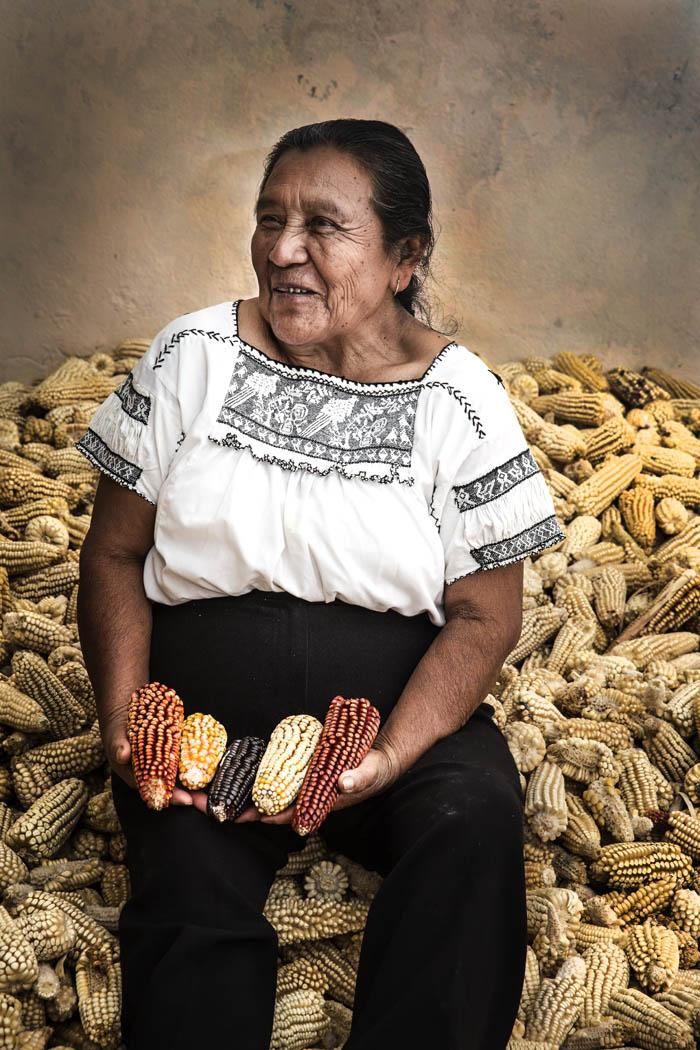 Ixtenco abastece a los pueblos y ciudades cercanas de maíz y de semilla. Ella ha cuidado la semilla toda su vida.
