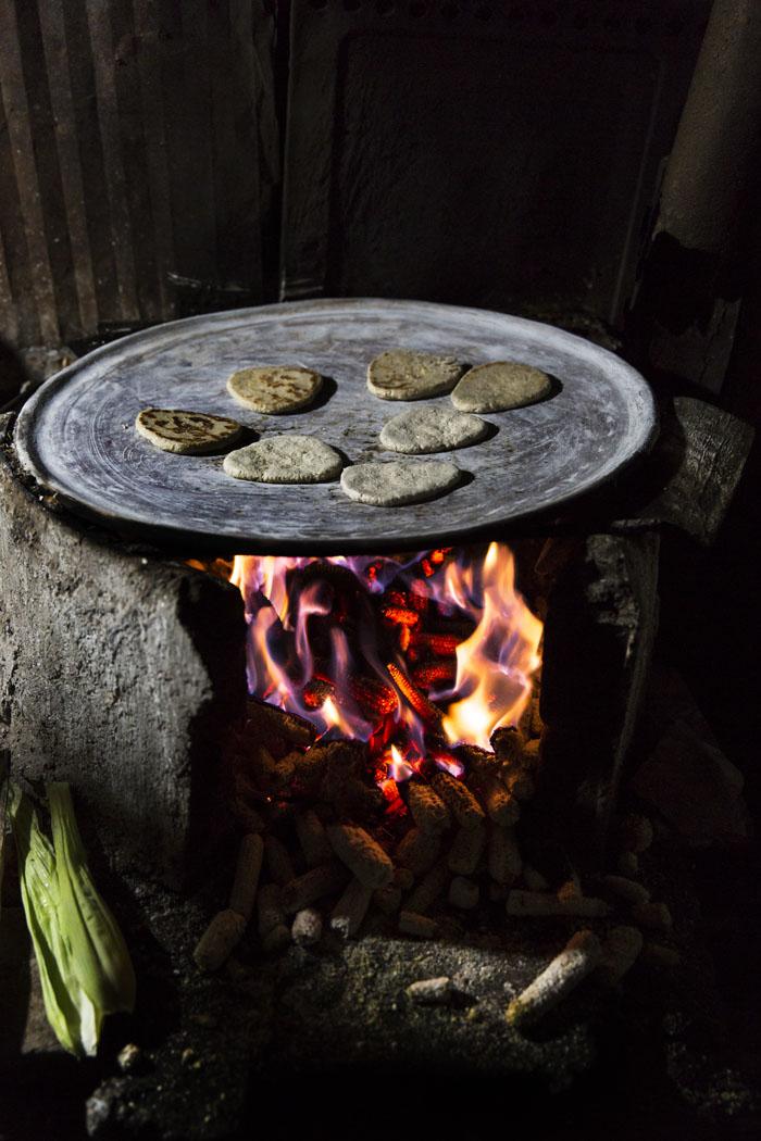 En Ixtenco, Tlaxcala hacen tlaxcalas que es un maíz nativo molido con dulce.